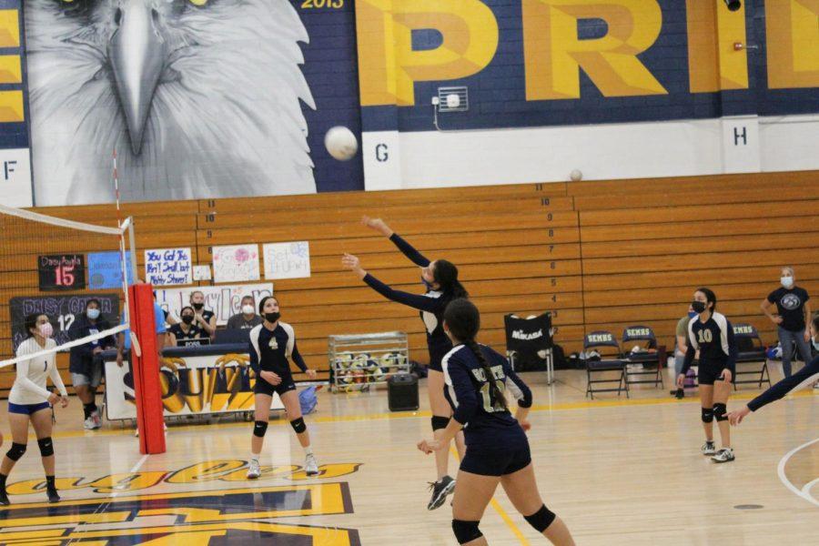 Girls Varsity Volleyball Sweeps Arroyo